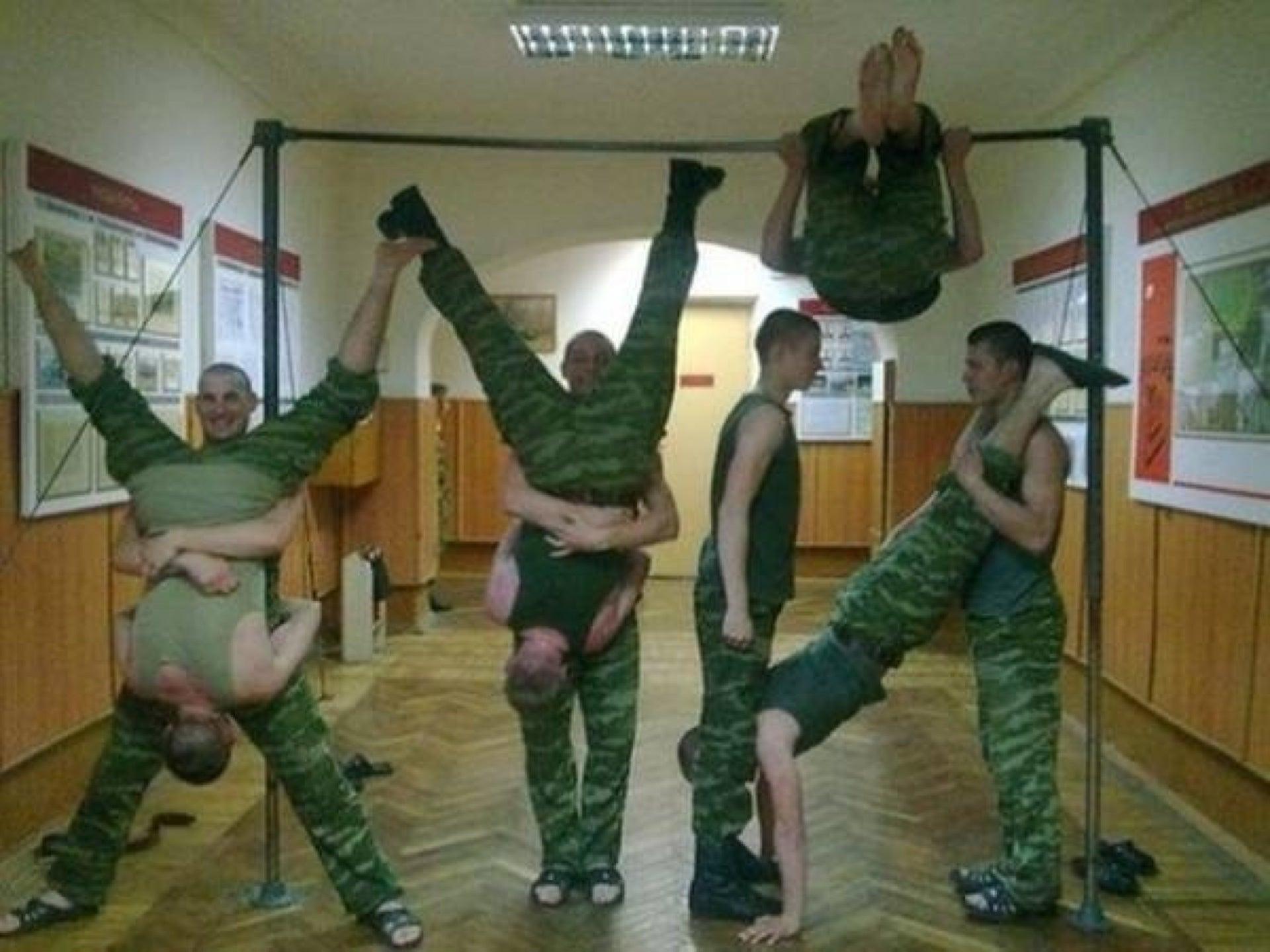 Унижение парней в военкомате 23 фотография