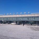 Небольшой аэропорт типовой советской постройки))  ждем новый красивый и современный терминал...  несомненный плюс - почти всегда мало людей, нет толкучки
