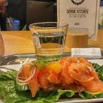 Si vous êtes en transit à Helsinki (pour l'Asie par exemple ou en revenant) c'est le moment de goûter une bonne assiette de saumon fumé (et/ou d'en acheter en duty free