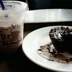 Photo taken at The Coffee Bean & Tea Leaf by Shanti J. on 8/16/2014