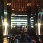 Foto scattata a Dolce&Gabbana Martini Bar da Yulia L. il 10/6/2012
