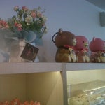 Photo taken at La Couronne Cake Boutique by Vidhi T. on 11/4/2012