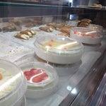 """Passare dal negozio """"i dolci di nonna Vincenza"""" vi aspettano deliziosi cannoli, cassate e molto altro ancora!"""
