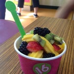 Photo taken at 16 Handles by Raf S. on 6/1/2014