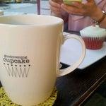 Photo taken at Goodovening Cupcake by Mirinai C. on 6/11/2012
