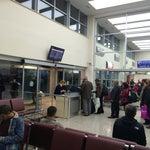 Otobüs terminallerinin biraz büyüğü! Kapıdan çıkıyorsunuz aynı otobüse biner gibe uçağa biniyorsunuz tek fark valizleri gişede alıyorlar :))