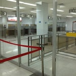 チェックインを2時間前に済ませても、イミグレーションが75分前まで開かないとかいうヒドい空港・・・・・ラウンジに入れません・・・・・