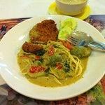 Photo taken at Joe Restaurant (โจเรส) by Nun A. on 1/29/2013
