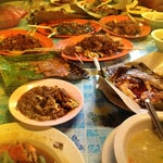 Photo taken at Tip-Top Ikan Bakar by FaRehan on 6/3/2012