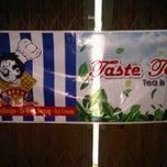 Photo taken at Maroek ice cream and TasteTea by Cesc 1. on 1/11/2012