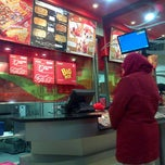 Photo taken at PHD (Pizza Hut Delivery) by LeeRa L. on 11/9/2013