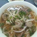 Photo taken at Pho Toan Thang by Chang H. on 12/1/2012