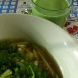รูปภาพถ่ายที่ ข้าวต้มตีนไก่ หน้าออมสิน โดย มะปราง ศ. เมื่อ 10/13/2012