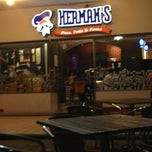 Photo taken at Herman's Pizza - Gal. Olloqui by Ruben M. on 5/30/2013