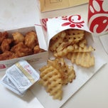 Photo taken at Chick-fil-A by Jasmine on 5/9/2013