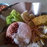 Photo taken at Ayam bakar diet by Ricky Widjaja 丘. on 9/20/2014