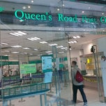 Photo taken at Queen's Road Post Office 皇后大道郵政局 by Kyteth M. on 12/13/2013