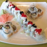 Photo taken at Genki Noodles & Sushi by DelVinson on 5/28/2013