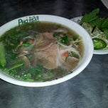 Photo taken at Pho Hoa by Meee M. on 12/28/2012