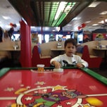 Photo taken at Chuck E. Cheese's by Osvaldo V. on 11/23/2012