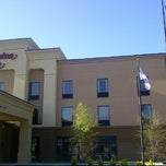 Photo taken at Hampton Inn Dandridge by Takuo I. on 4/15/2013