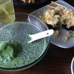 Photo taken at Takarajima Sushi by Juliana U. on 9/7/2014