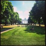Photo taken at Warandepark / Parc de Bruxelles by Omer L. on 7/25/2013