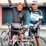 Photo taken at Ayam Goreng Kampung Mbah Karto by Eshape B. on 1/17/2015