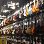 Photo taken at Guitar Center by Rodney Antonio R. on 3/13/2013