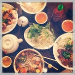 Photo taken at Pho Hoa Noodle Soup by Melissa S. on 9/4/2014