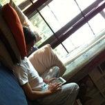 Photo taken at โซฟาหน้าจอโทรทัศน์@บ้านนายช่างโจ by Khaidao A. on 2/24/2013