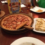 Photo taken at Pizza Hut by W | E | N | L | Y ™ on 4/14/2013