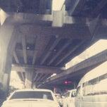 Photo taken at แยกใต้ด่วนดินแดง (Tai Duan Din Daeng Junction) by goomove k. on 3/7/2013
