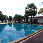Photo taken at Ravindra Beach Resort & Spa by Art Sedtasenee T. on 9/29/2012