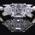 Photo taken at Helzberg Diamonds by Gabriel H. on 5/13/2015