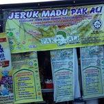 Photo taken at Jeruk Madu Pak Ali Sg Nibong by أمير A. on 6/7/2013