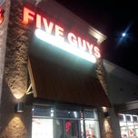 Photo taken at Five Guys by Fex R. on 9/16/2013