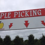 Photo taken at Klackle's Orchard by Jake H. on 9/22/2013