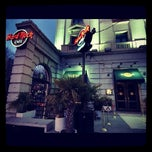 Photo taken at Hard Rock Cafe Madrid by Angel F. on 10/12/2012