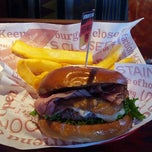 Photo taken at Red Robin Gourmet Burgers by Herman on 9/23/2012
