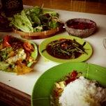 Photo taken at Saung Pengkolan by Beni S. on 11/14/2012