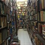 Photo taken at Librería El Ático by Esther V. on 8/23/2013