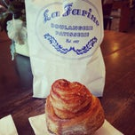Photo taken at La Farine Boulangerie Patisserie by Yosh25 on 8/10/2014