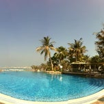 Photo taken at Le Méridien Mina Seyahi Beach Resort & Marina by Alex on 2/2/2013