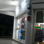 Photo taken at 7 Eleven by Siti Fadhlina M. on 9/21/2011