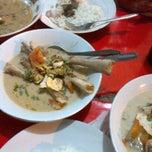 Photo taken at Sop Kaki Kambing Bang Udin by Yussy S. on 10/11/2012