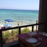 Das Foto wurde bei Puntarenas Salento Marine Di Vernole von silvia c. am 8/14/2014 aufgenommen