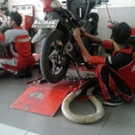 Photo taken at Yamaha Devina Motor by Gewi Y. on 2/15/2014