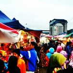 Photo taken at Brinchang Pasar Malam by Saru Y. on 10/13/2012