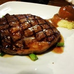 Photo taken at Me'nate Steak House by Muhammad Hanifi C. on 8/31/2013